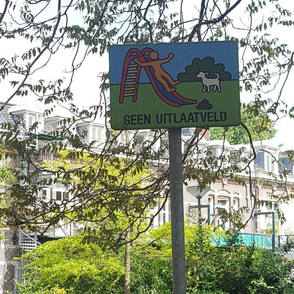 geen uitlaatveld amsterdam playground slide sign with dog poop